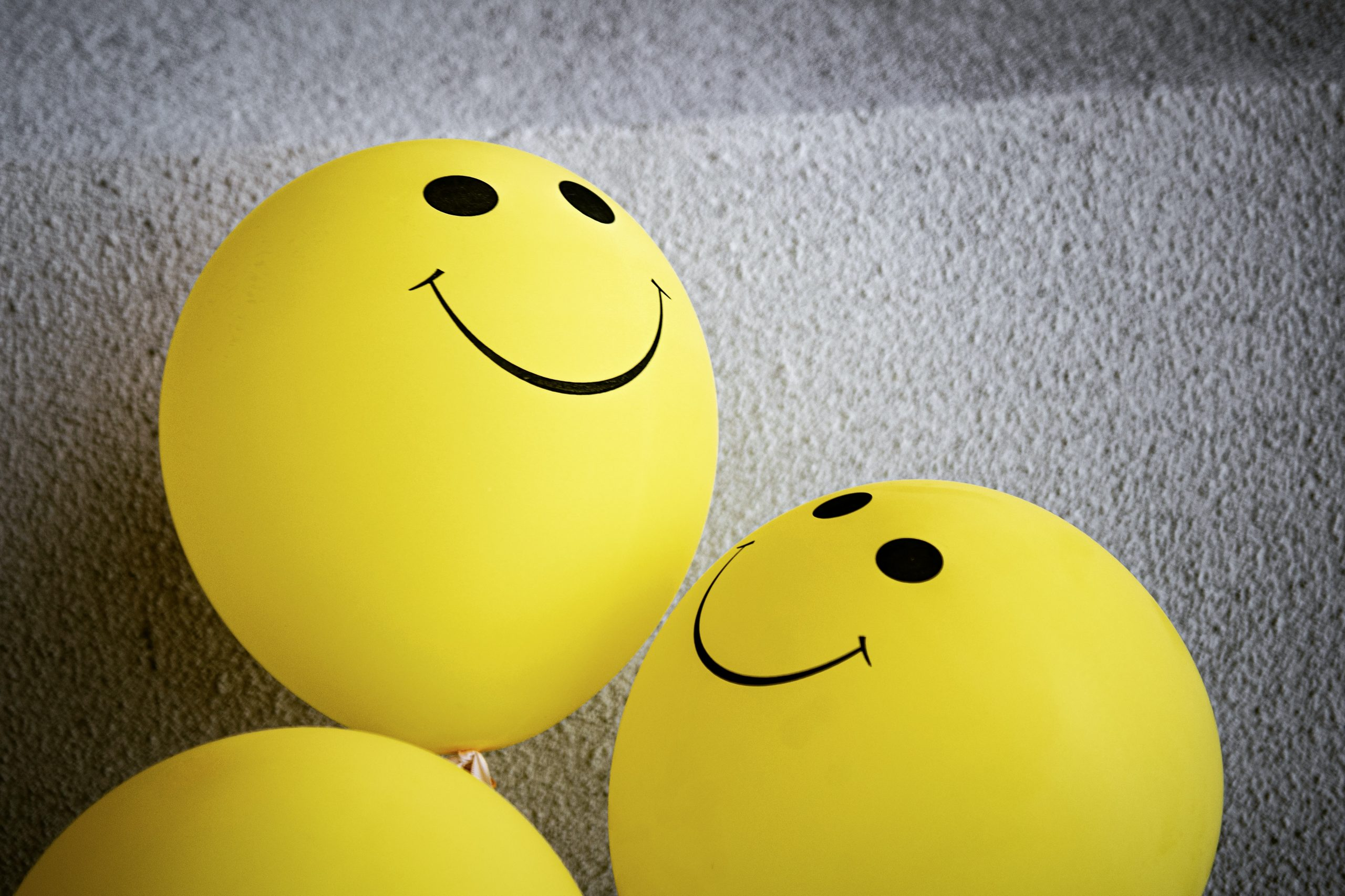yellow smiley face balloons, be kind